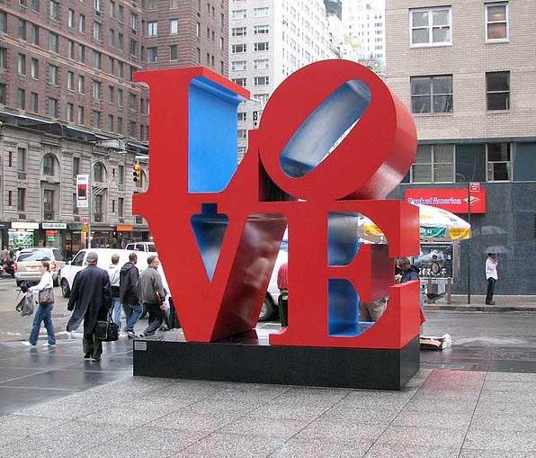 Скульптура Роберта Индианы Love